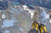 Un guía de montaña escaló el cerro Fitz Roy y se lanzó en parapente desde la cima