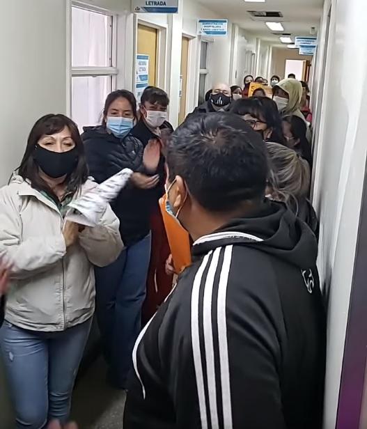 La imagen tiene un atributo ALT vacío; su nombre de archivo es Enfermeros-protesta-1-marzo-en-hospital-y-min-Salud-.jpg